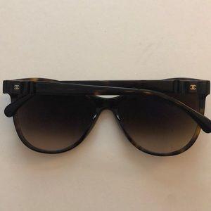 dc7556888c367 CHANEL Accessories - Chanel tortoise 5281-q bow sunglasses
